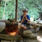 Feriencamp ROOTS Das Feuer anblasen