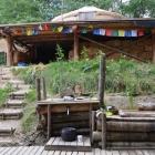 Feriencamp ROOTS Plattform mit Jurte und Zelten