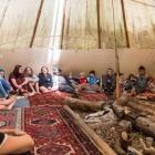 Feriencamp ROOTS Tipi von innen voll